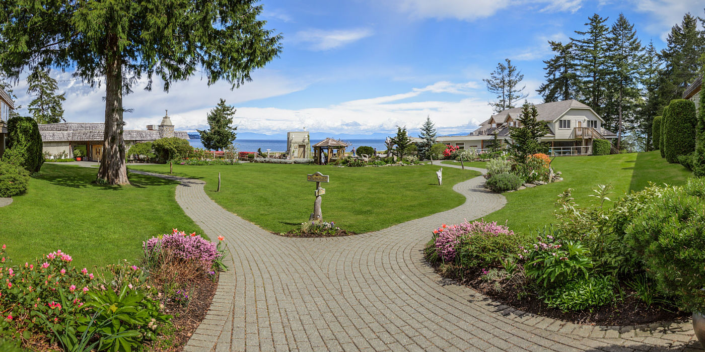 kingfisher-resort-1400x700-grounds