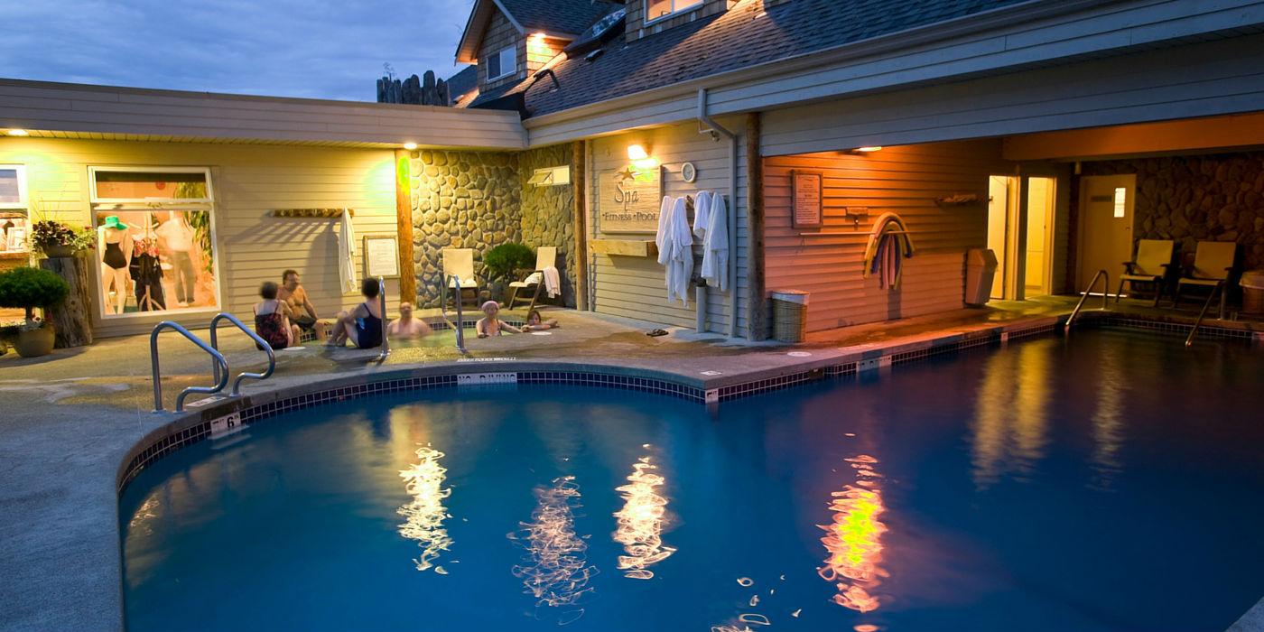 kingfisher-resort-1400x700-pool2
