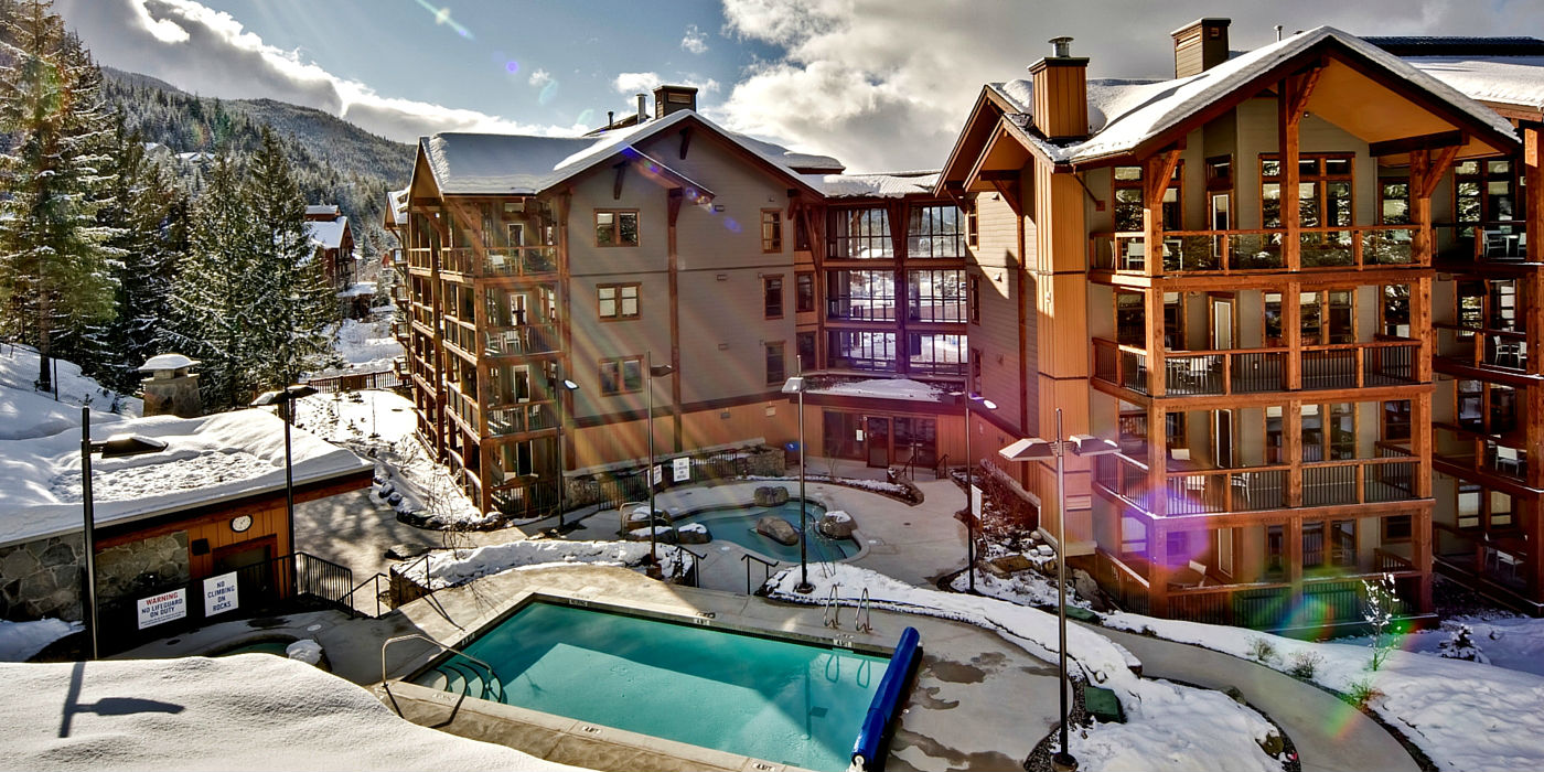 evolution-whistler-winter-pool-view