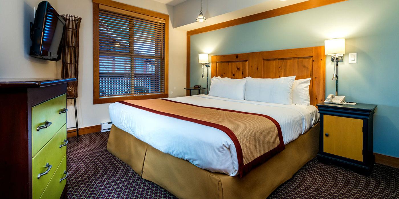 legends-whistler-1400x700-bedroom
