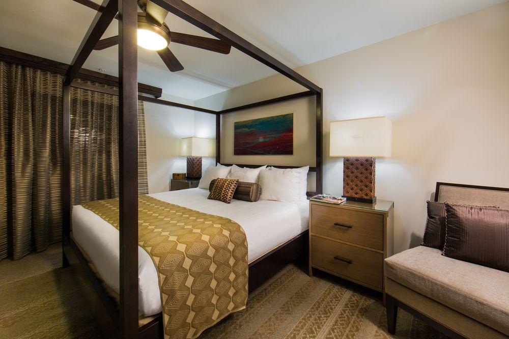 Holiday Inn Scottsdale Resort Bedroom 4 Poster Bed