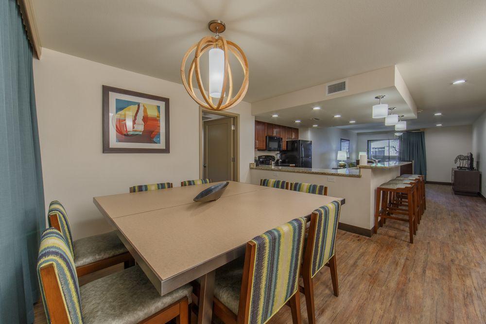 Holiday Inn Scottsdale Resort - Open Kitchen area